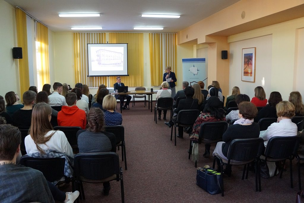 Nauczyciele z Liceum Polonijnego podzielili się doświadczeniami z udziału w projekcie (foto T. Frąckiewicz).